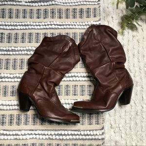 Vintage brown leather heeled cowboy boots